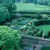Maxwell also offers a gardens of England tour