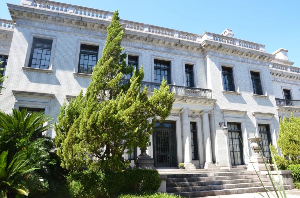 Regal mansion in Savannah