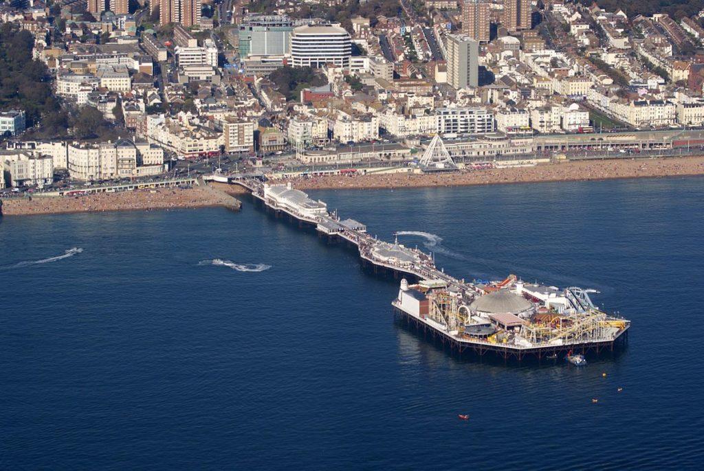1200px-Brighton_Pier,_Brighton,_East_Sussex,_England-2Oct2011_(1)